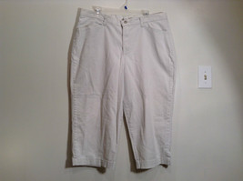 Very Nice Light Gray Size 18W Petite Casual Capri Pants by Lee