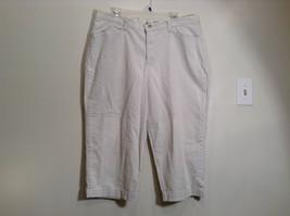 Very Nice Light Gray Size 18W Petite Casual Capri Pants by Lee - $24.74