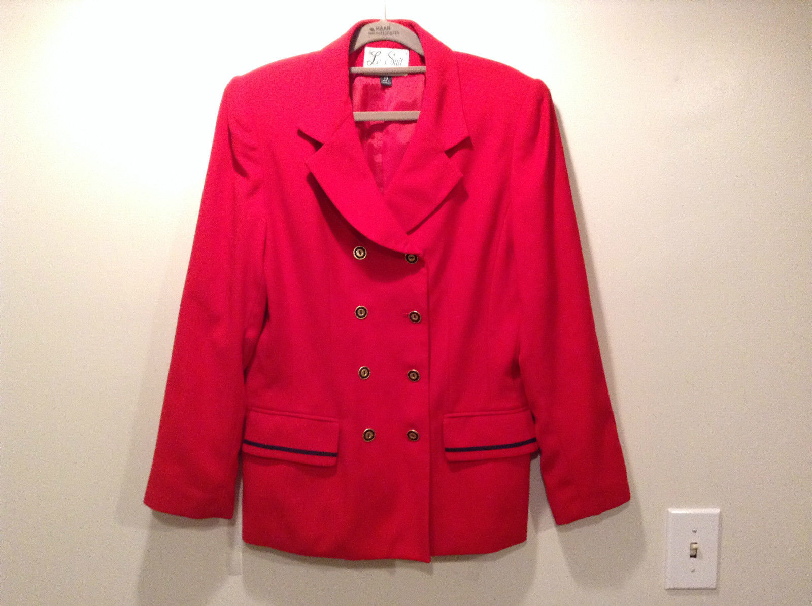 Very Nice Le Suit Size 10 Long Sleeve Lined Red Blazer Metal Buttons Closure