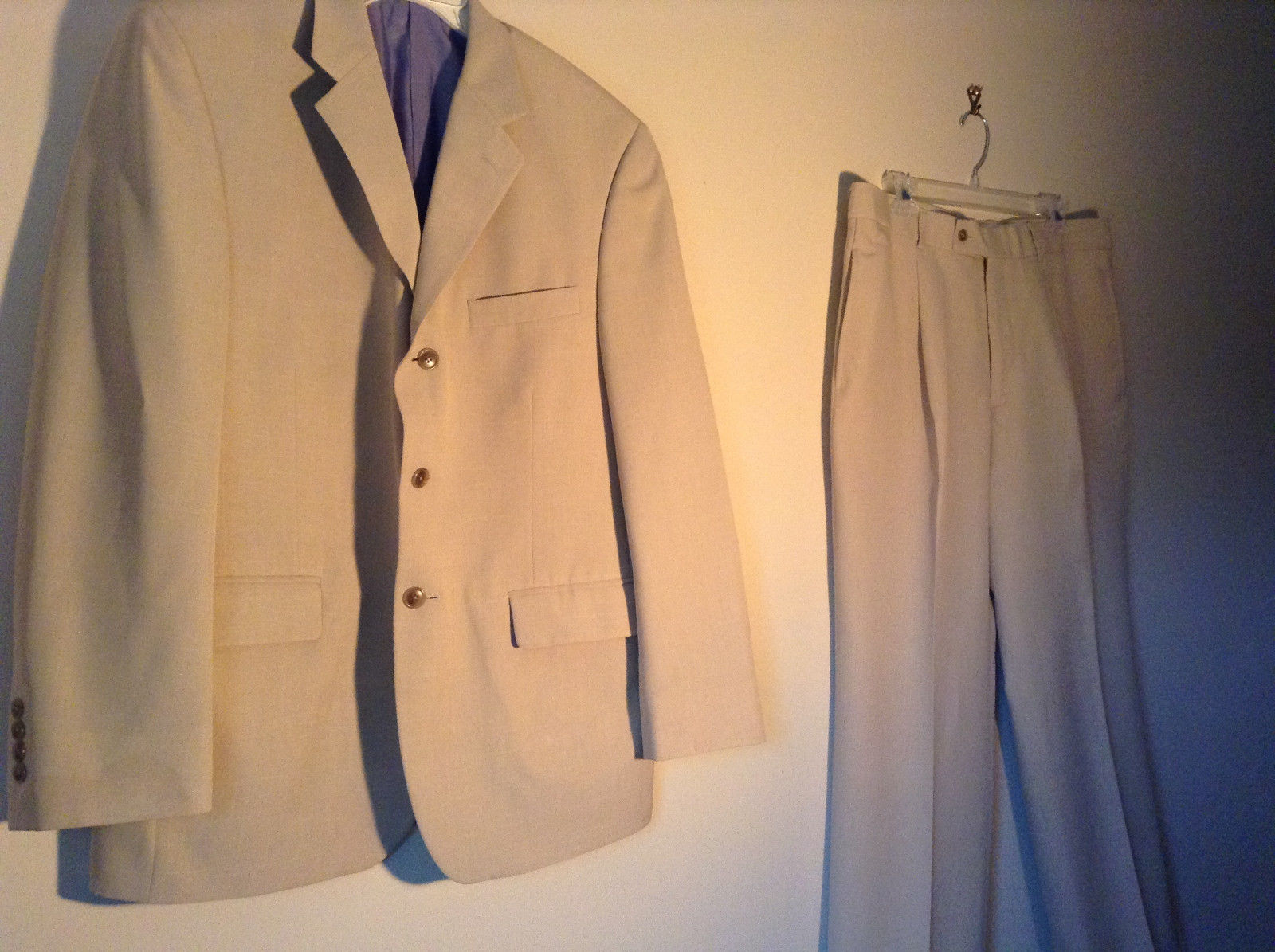 Very Nice Two Piece J Ferrar Jacket and Pant Suit Beige Light Tan Size 36 by 30