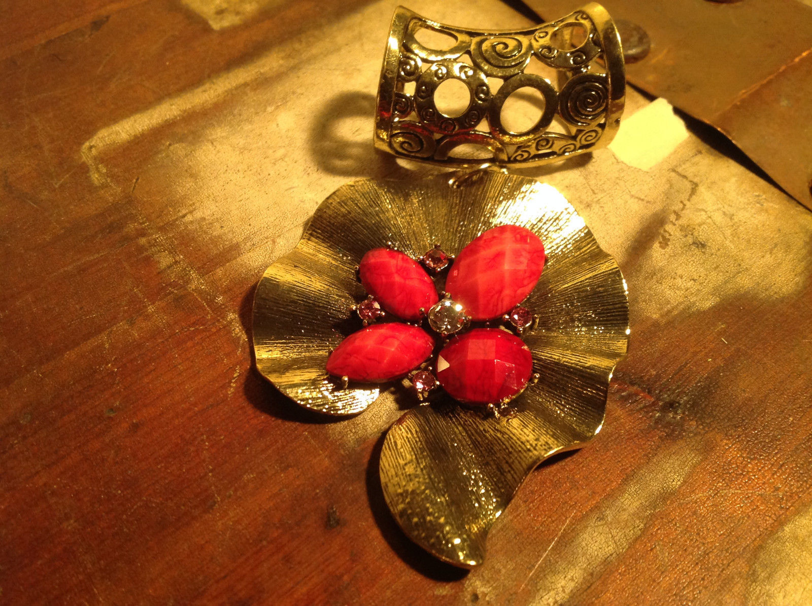 Very Pretty Red Stones and Crystal Leaf Shaped Gold Tone Scarf Pendant