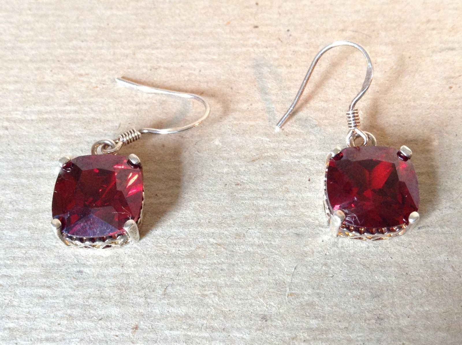 Very Pretty Square Shaped Bright Red Crystal Earrings 925 Sterling Silver