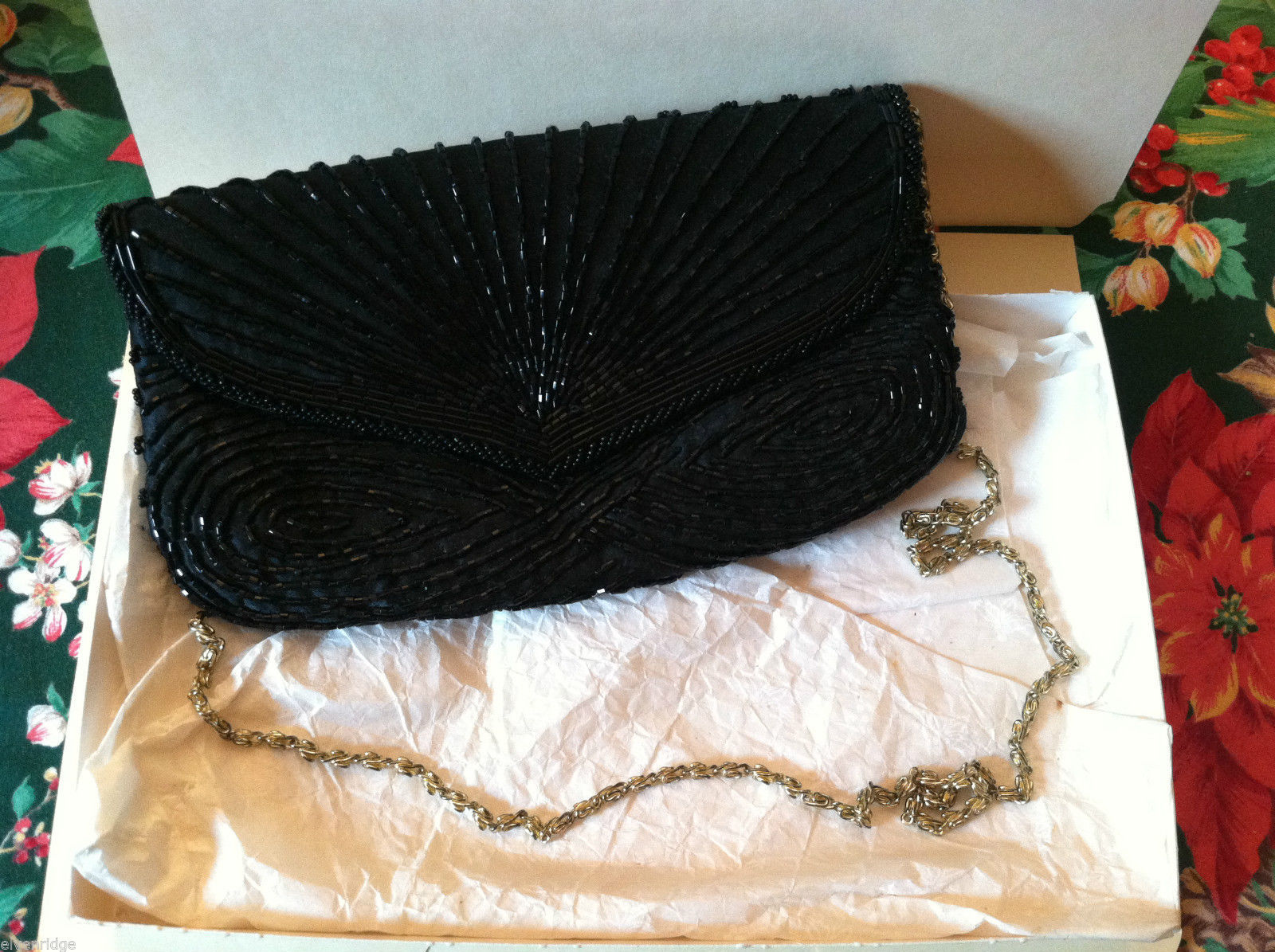 Vintage Black Beaded Purse w/ gold chain in excellent condition