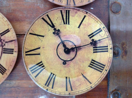 Set of Four Vintage Clock Face Glass Trays Roman Numeral Numbers image 4