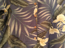 Short Sleeve Light Blue Gray with Floral Leaf Pattern Tommy Bahama Shirt Size L image 4