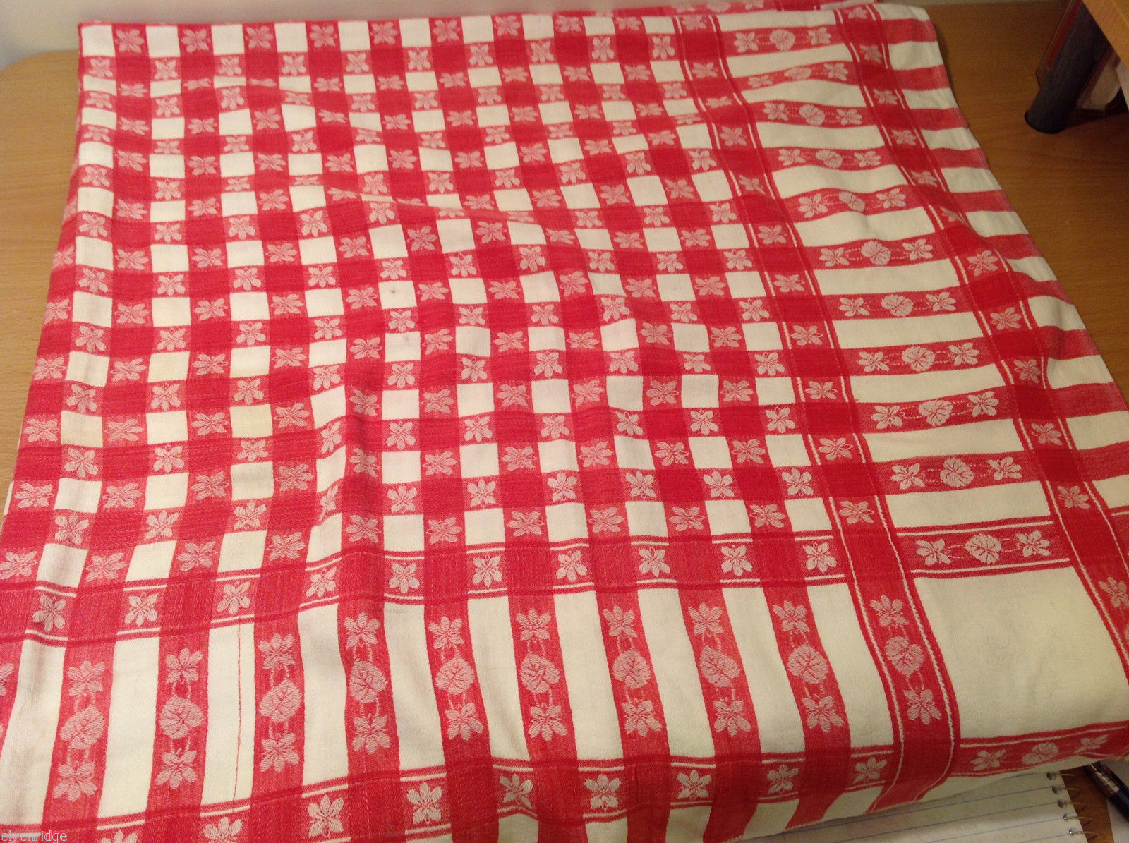 Vintage Old Fashion Plaid Fabric Red White Reversible Table Cloth for Reuse