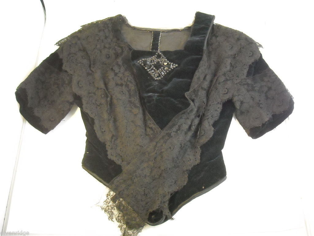 Vintage Victorian style Black lace with velvet short sleeved bodice beaded bust