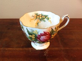 Vintage White Bone China Tea Cup Set England Queen Anne Tulip Pattern Gold Tone