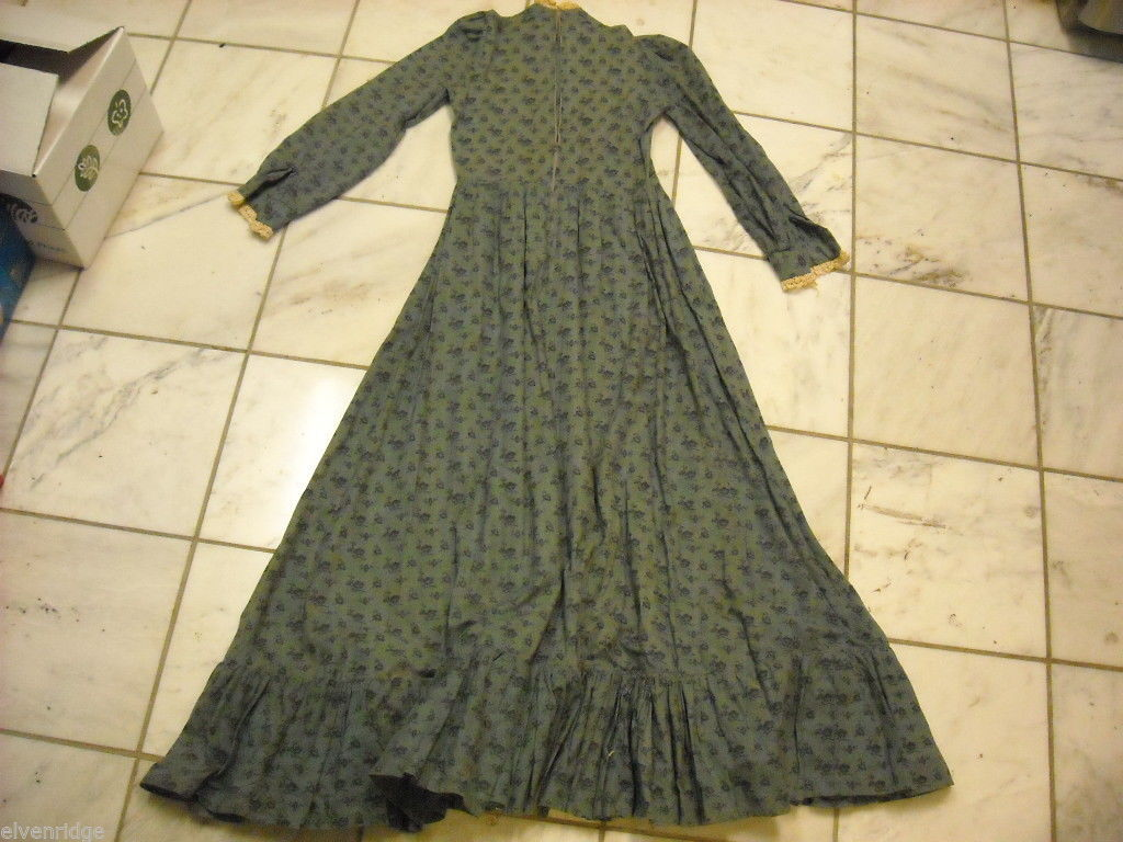 Vintage long dress calico and lace early to mid 1900s  w collar long sleeve