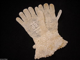 Vintage pair of Beautiful White Netted Gloves