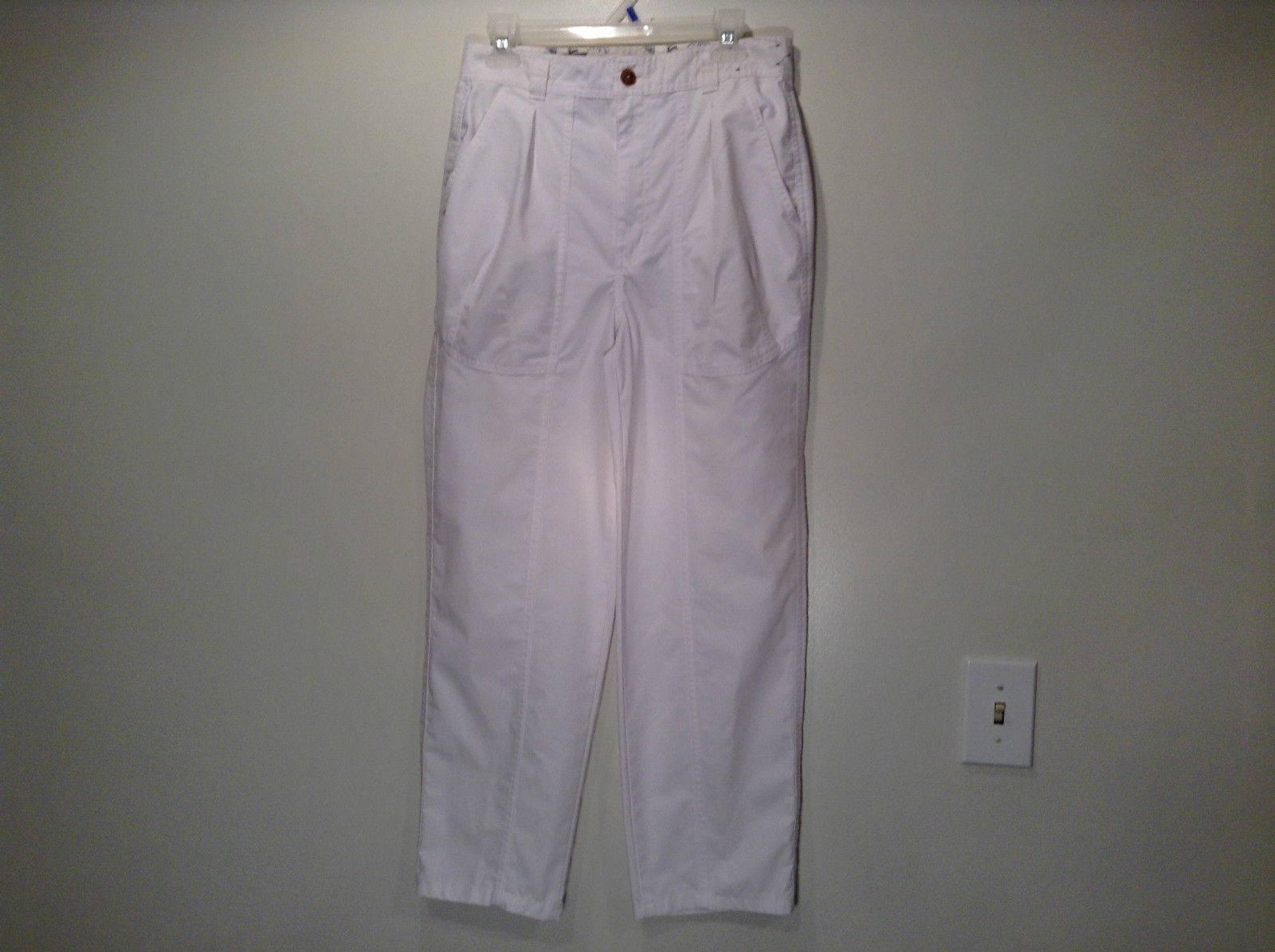 Weekends White Pleated Front Casual Pants Size 32 Front and Back Pockets