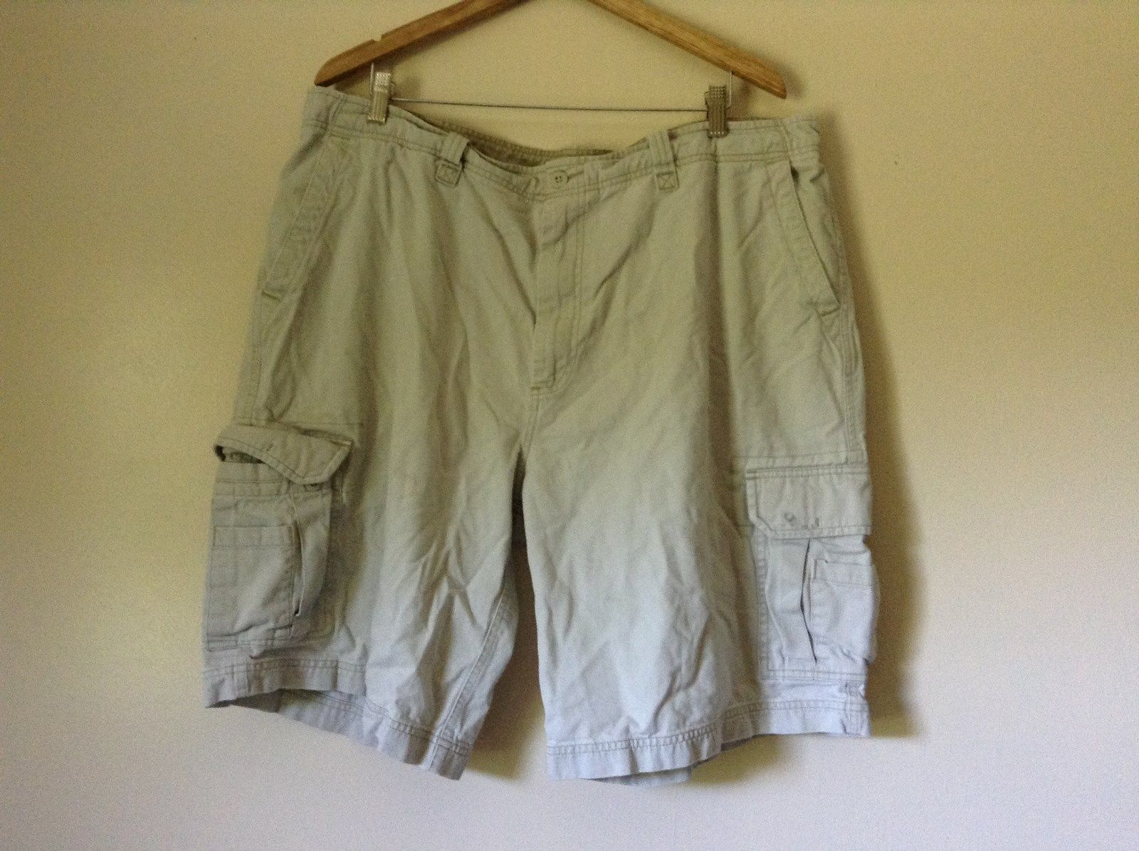 White Cargo Shorts Old Navy 100 Percent Cotton Size W42