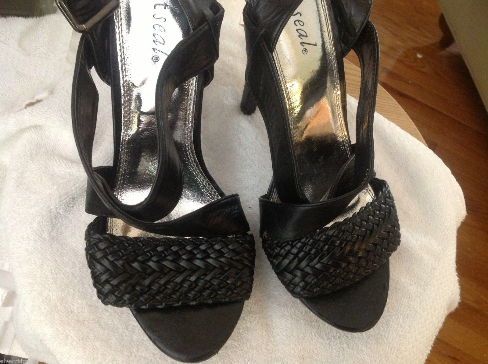 Wet Seal Open toe heel sling back with braided cross toe design in black 8.5