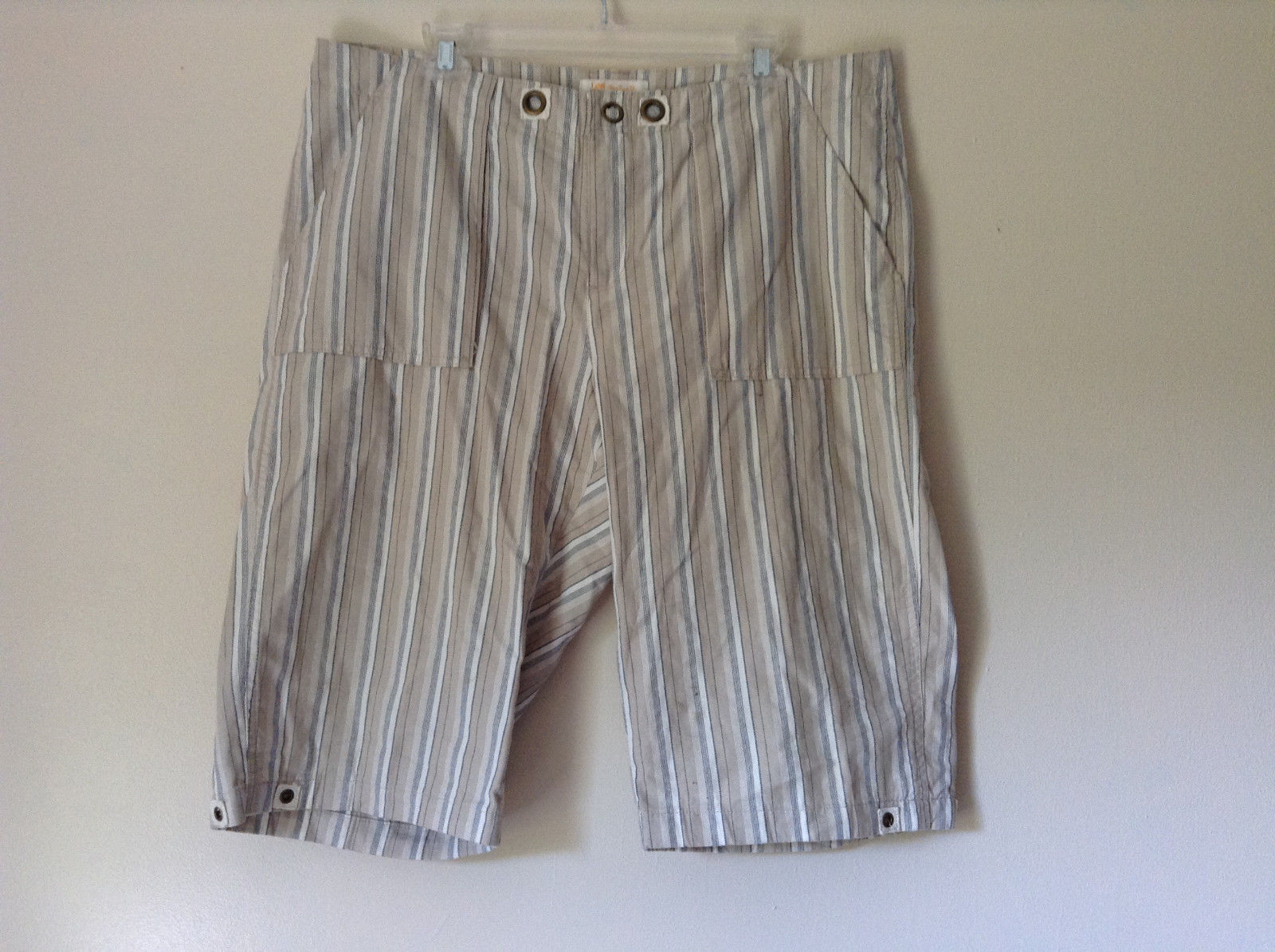 White Light Brown Blue Striped Casual 100 Percent  Cotton Shorts by Lee Size 16M