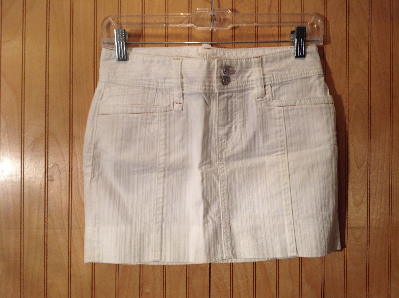 White Short GAP Skirt Zipper Two Button Closure Two Front Pockets Size 0