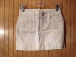 White Short GAP Skirt Zipper Two Button Closure Two Front Pockets Size 0 image 1