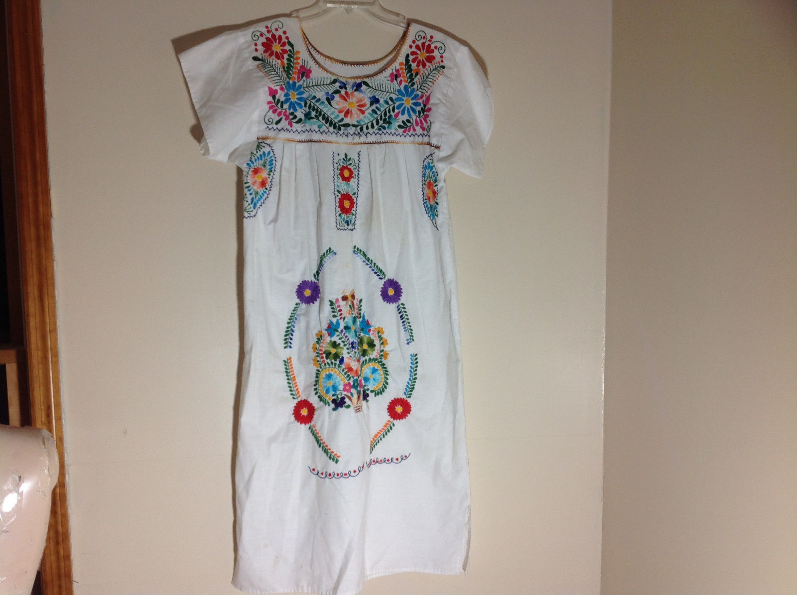 White Short Sleeve Full Length Dress Colorful Embellishments Size XL NO TAG