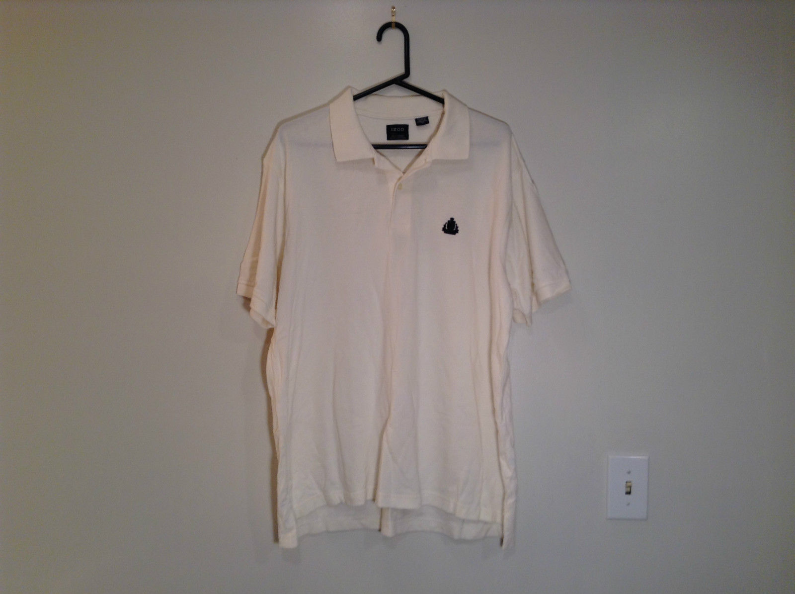 White Short Sleeve IZOD 100 Percent Cotton Polo Shirt Size XL Front Shorter