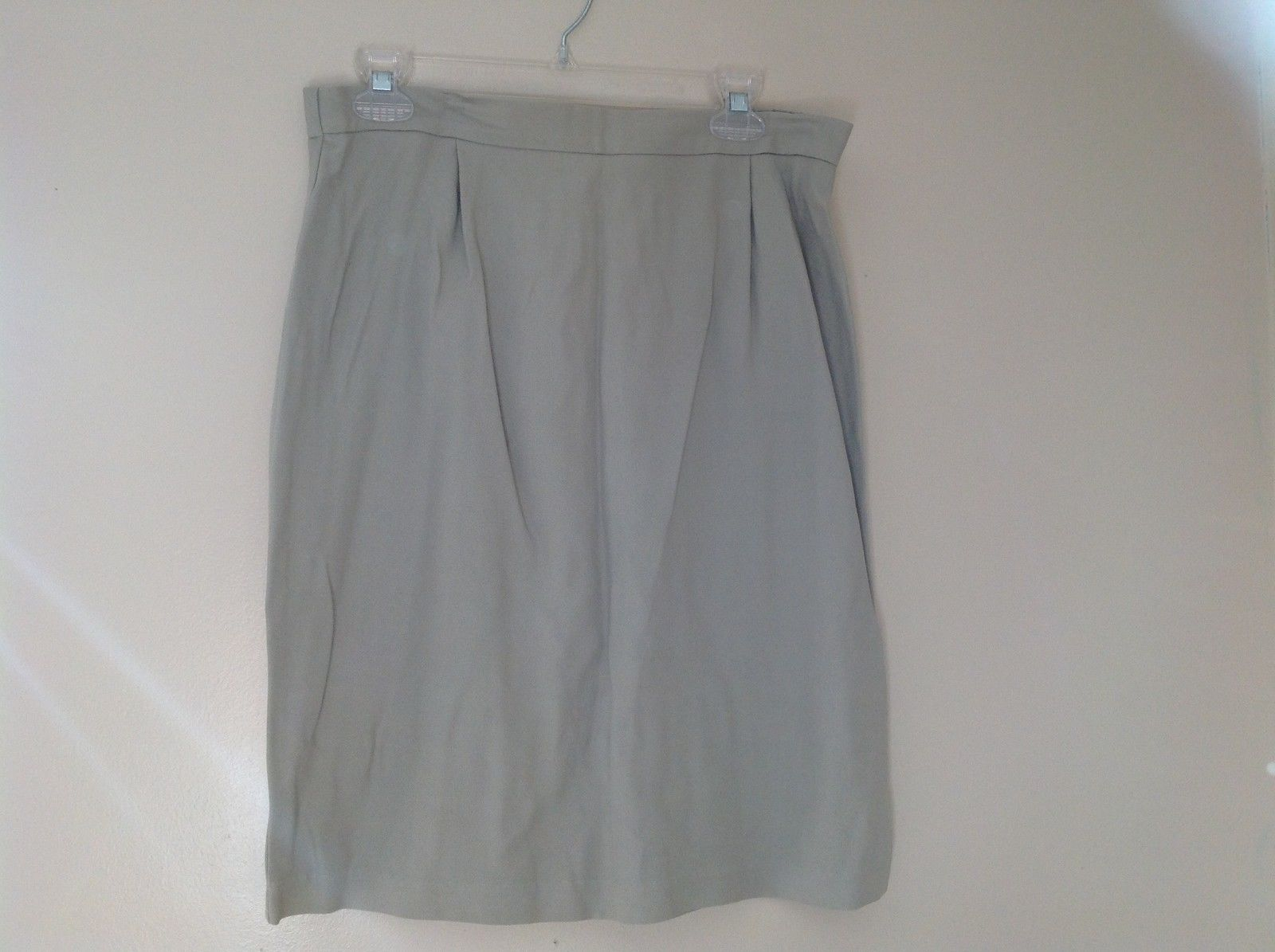Womes Pale Green Med Length Pencil Skirt Size14