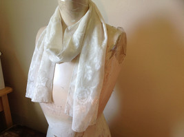 Beautiful White Big Floral Fashion Scarf Lightweight Material No Tag image 3