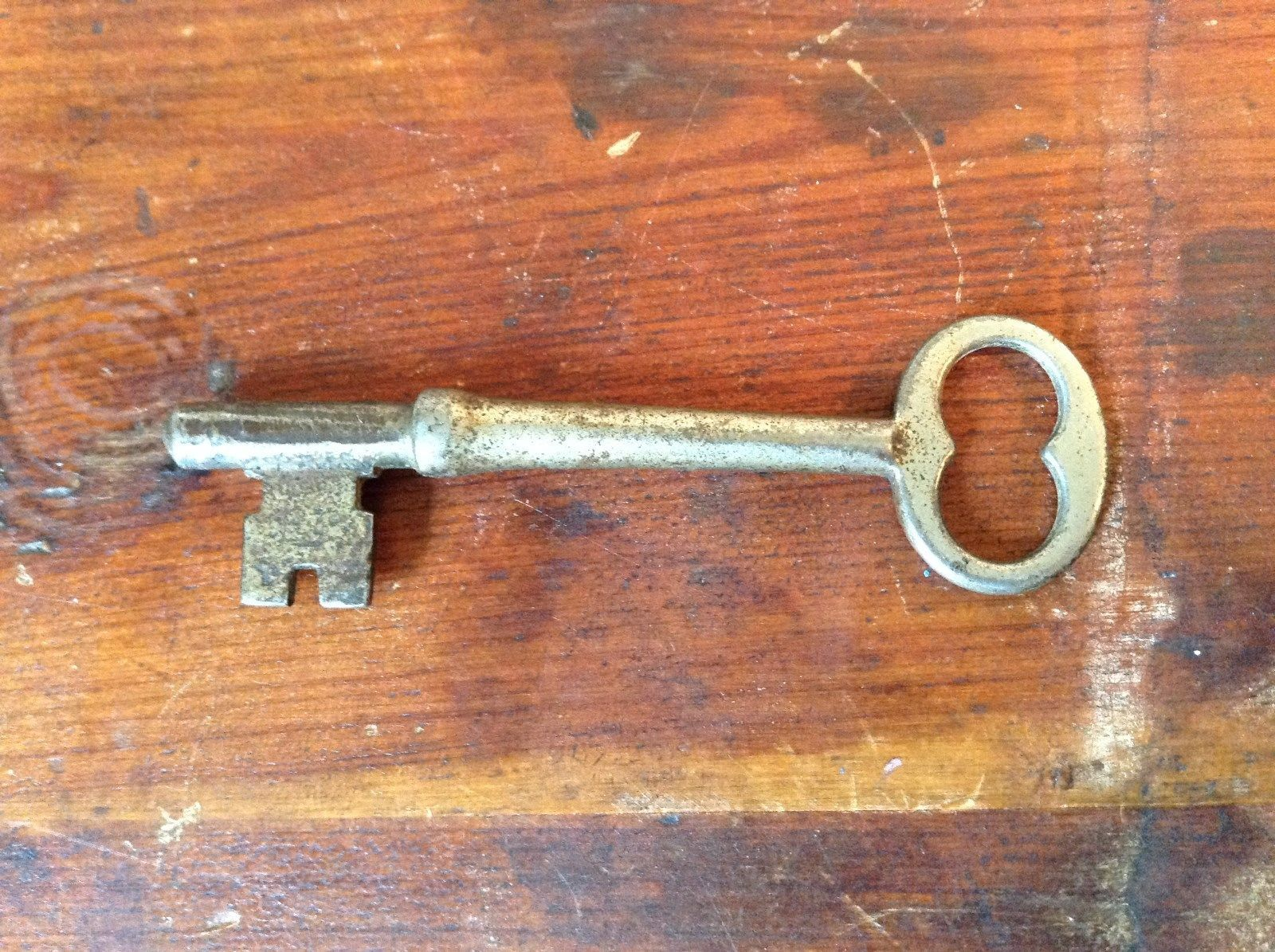 Worn Silver Tone Vintage Key