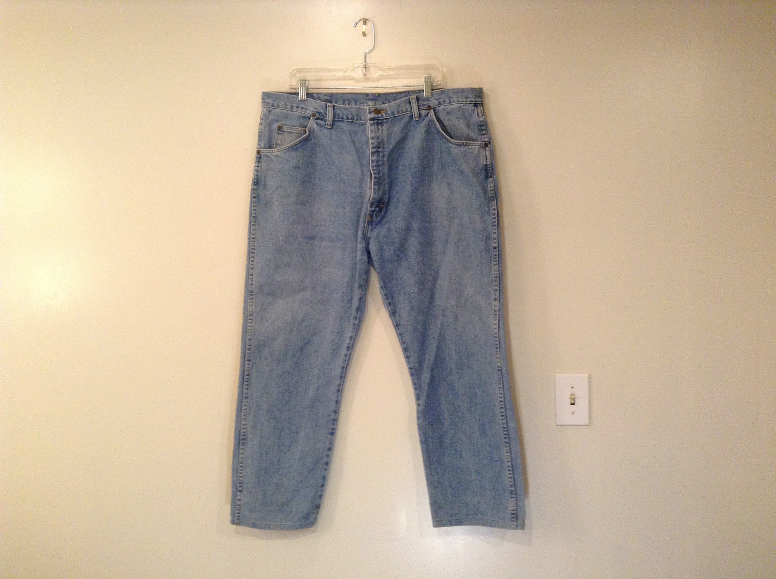 Wrangler Blue Jeans Straight Legs 100 Percent Cotton Size 42 by 30