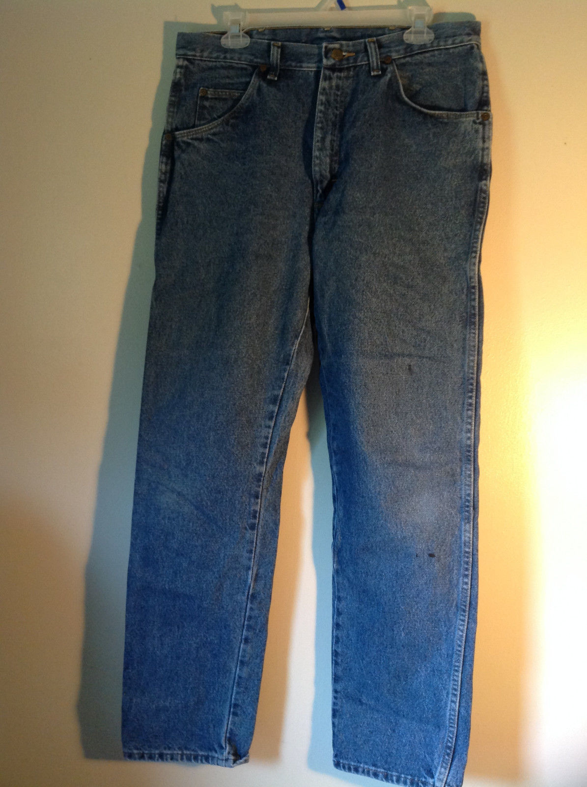 Wrangler Premium Quality Blue Jeans Size 34 by 32 Zipper Button Closure