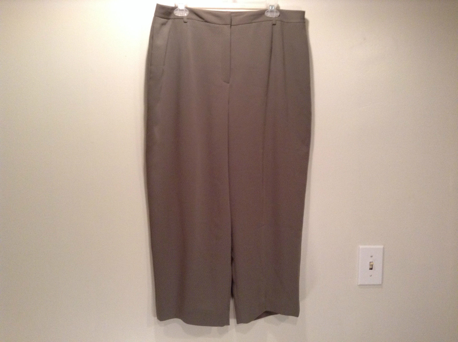 Yansi Fugel Gray Lined Dress Capri Pants Side Pockets Zipper and Slide Closure