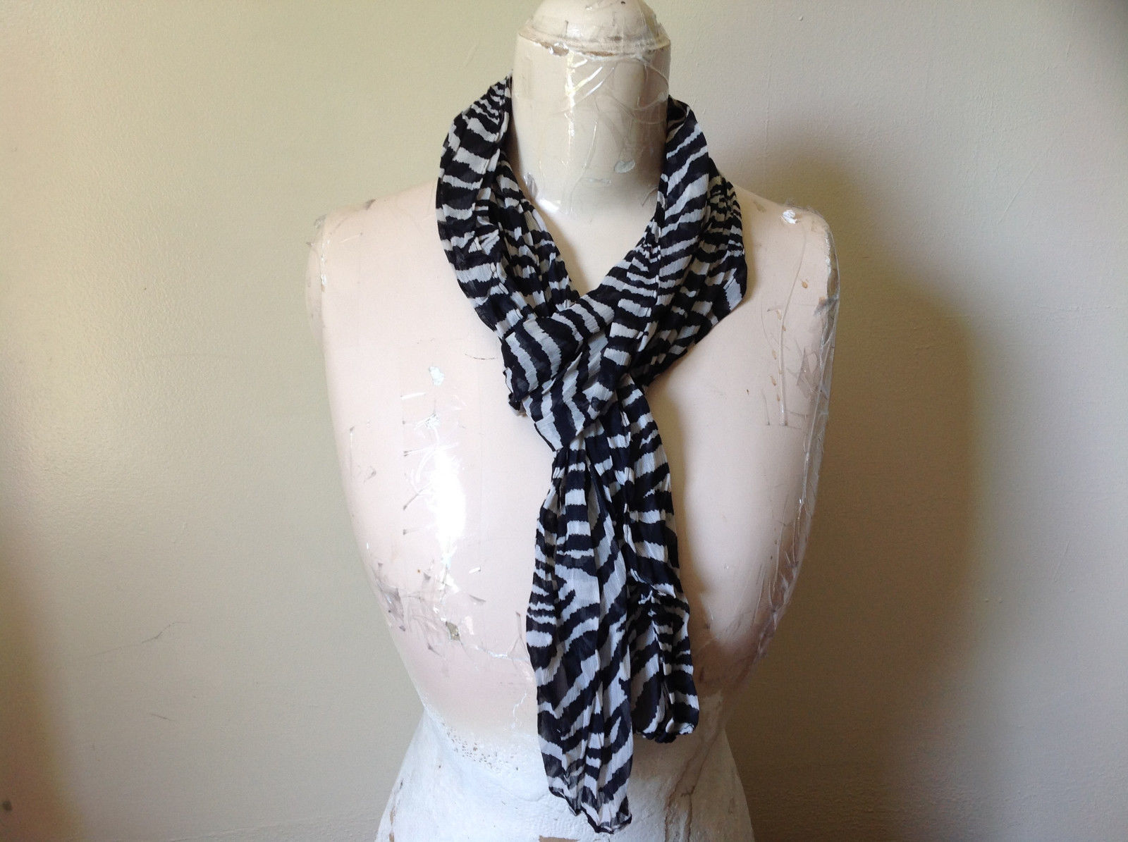 Zebra Striped Scrunched Style Fashion Scarf Light Weight Material NO TAGS