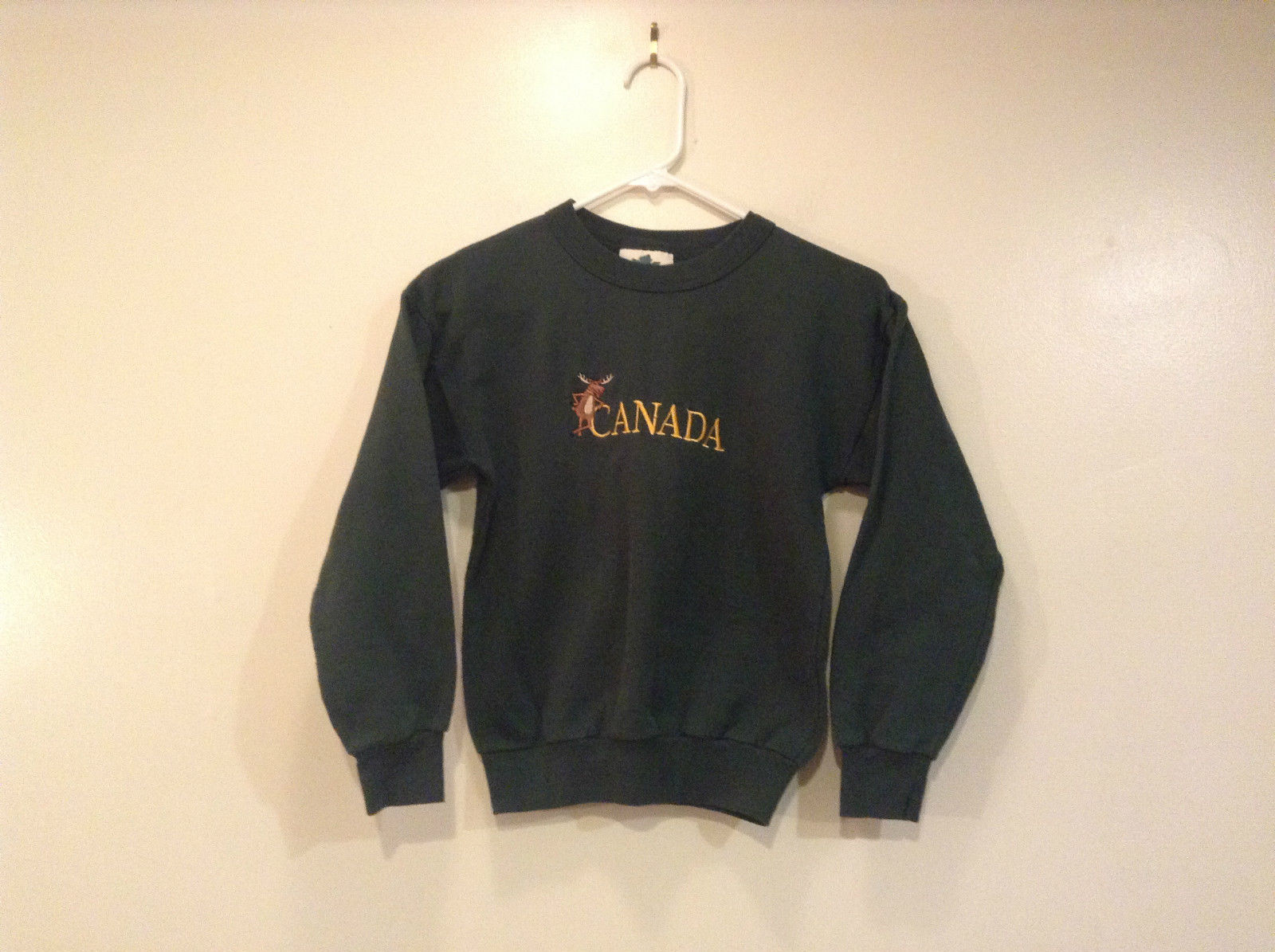 Youth Size M Quality Goods Dark Green Sweatshirt Moose and Canada Embroidery