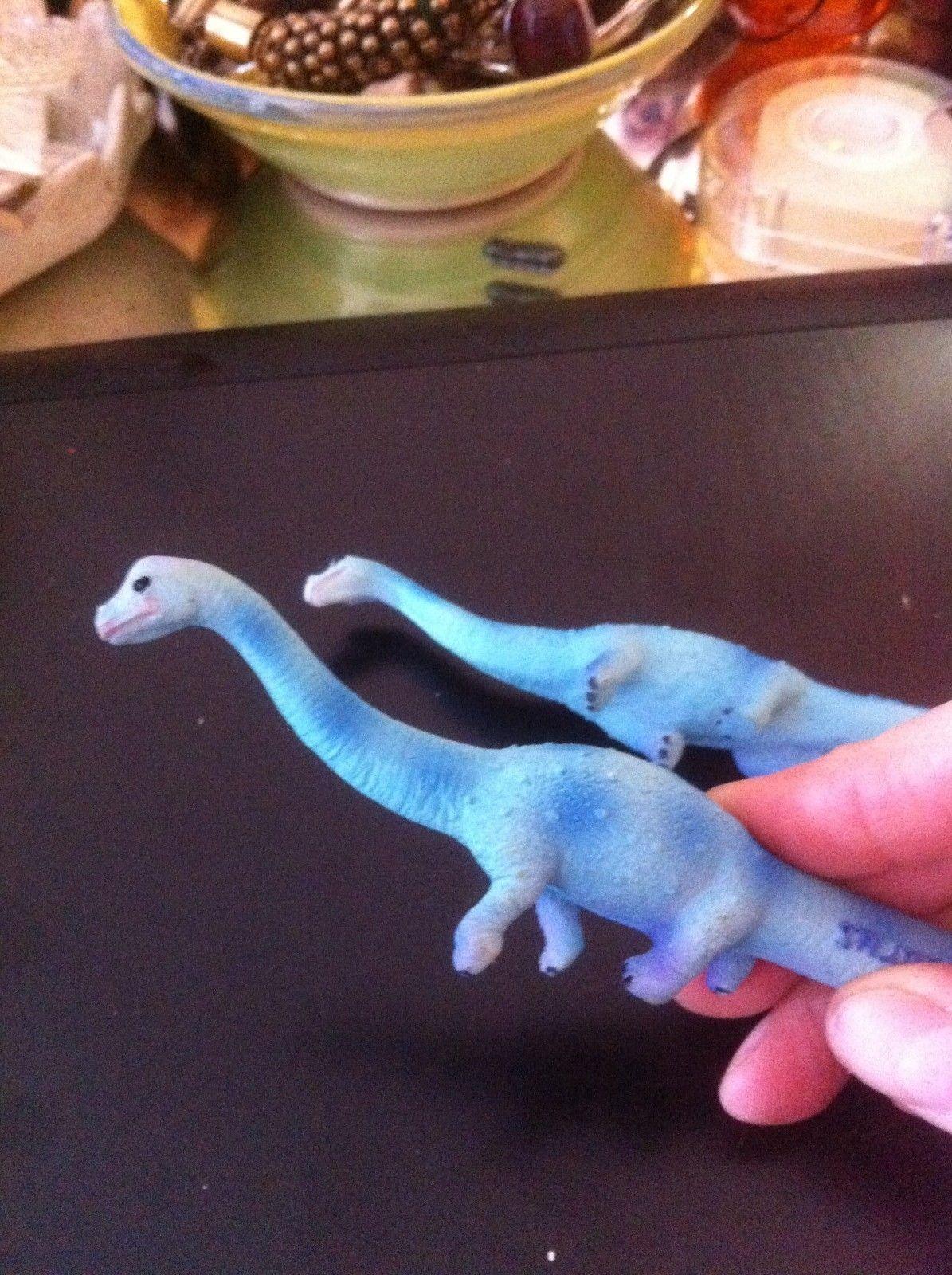 pen novelty apatasaurus dinosaur pen w name on side looks like brontosaurus