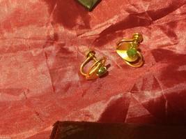 Vintage 12K GF Gold Green Jade with leaf leaves Earrings Screw back image 4