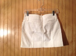 White Short GAP Skirt Zipper Two Button Closure Two Front Pockets Size 0 image 4