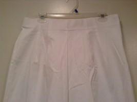Briggs New York Size 16W White Casual Capri Pants image 2