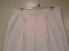 Briggs New York Size 16W White Casual Capri Pants image 3