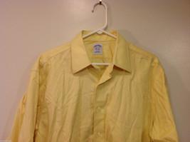 Brooks Brothers Soft Yellow 100% cotton Shirt, Size 16-1/2 (33), No pockets image 3