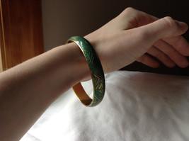 Charming Green Chevron Design Gold Tone Fun Bangle Bracelet Vintage Style  image 3