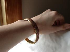 Charming Pink Chevron Design Gold Tone Fun Bangle Bracelet Vintage Style  image 3