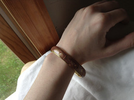 Charming Pink Chevron Design Gold Tone Fun Bangle Bracelet Vintage Style  image 4