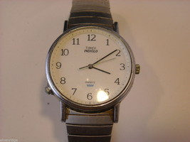 Collection of 11 vintage wrist watches with bands image 9