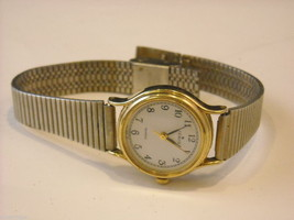 Collection of 11 vintage wrist watches with bands image 11