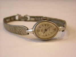 Collection of 11 vintage wrist watches with bands image 12