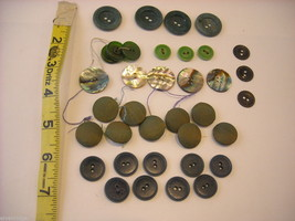 Collection of vintage buttons various materials shades of green image 8