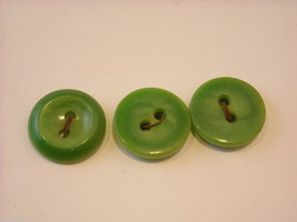 Collection of vintage buttons various materials shades of green image 9