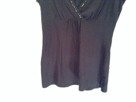 Deep V Black Short Sleeve New York and Company Top Size Medium Cotton Blend image 3