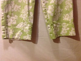Denim & Co. Womans Green Capris, Size 12 w hibisicus flowers image 4