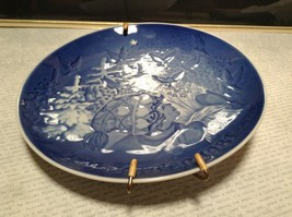 Denmark Porcelain Vintage Blue Christmas Plate with Hanger Christmas Peace 1981 image 4