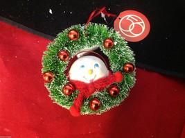 Department 56 Ceramic Snow girl w lipstick ornament in wreath smiling image 4
