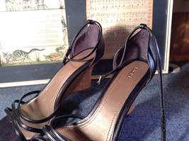 Fioni Black Wedged Heel Shoes Good Condition Ankle Straps Size 10 image 3