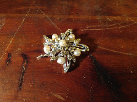 Flower Shape Brooch with Many Crystals and Faux Pearls image 3